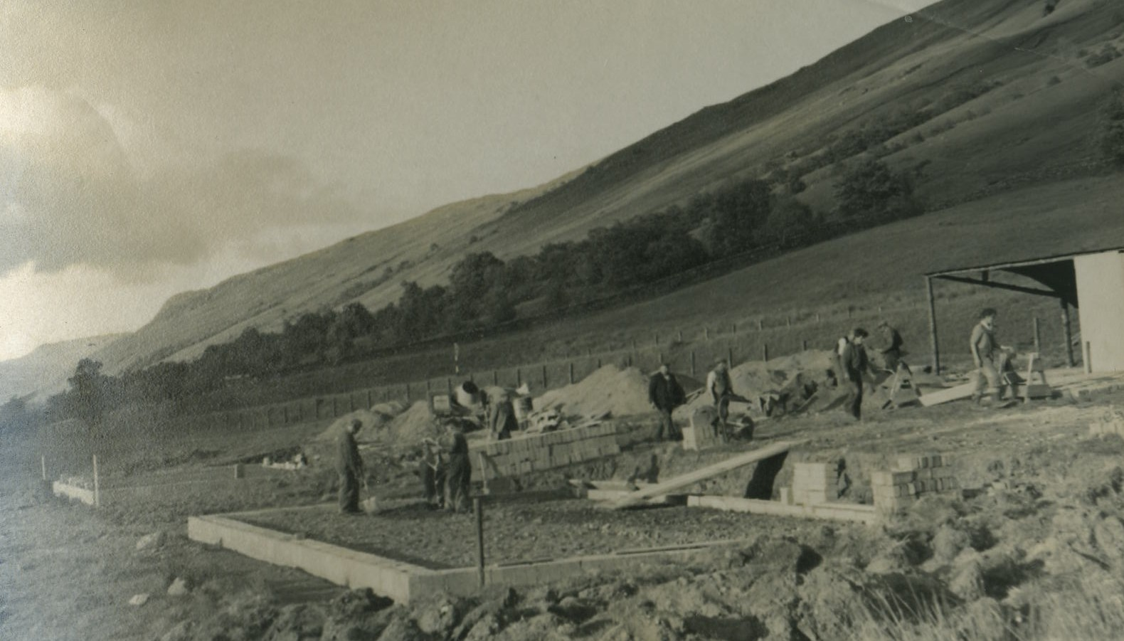 Building of first Hydro Houses